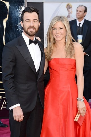 Jennifer Aniston Engaged to Justin Theroux – Latest News