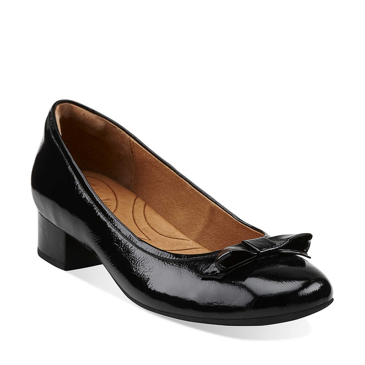 Shop Clarks for stylish and comfortable shoes for Women, Men, Girls and Boys plus get Free Shipping and Free Returns every day!