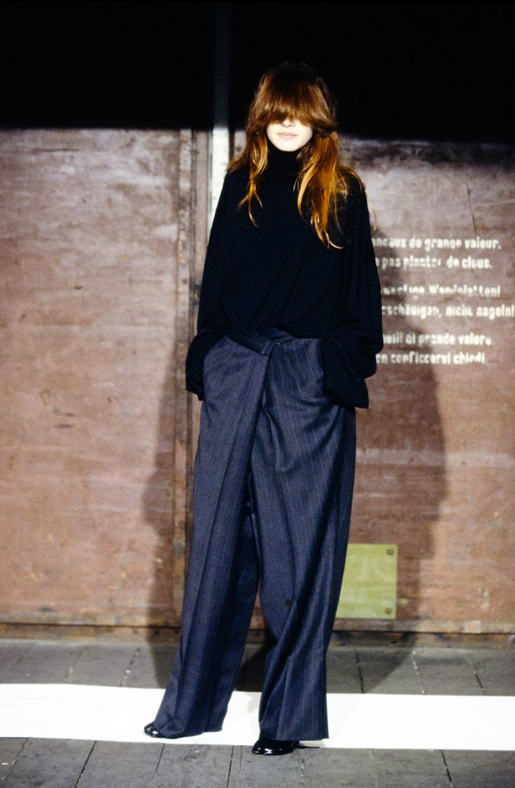 See the complete Maison Margiela Fall 2000 Ready-to-Wear collection.