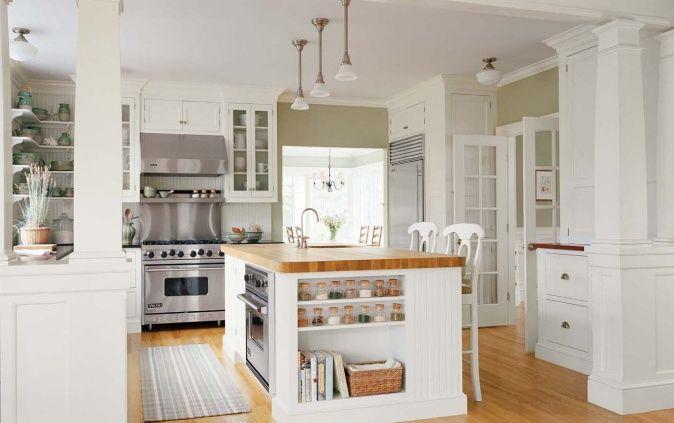 helle Küche mit Kochinsel