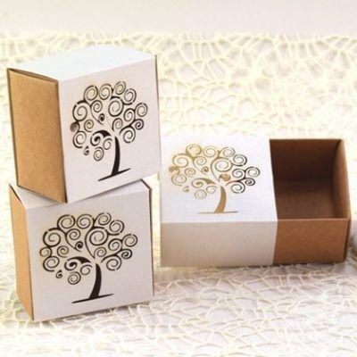 Scatola porta confetti con disegno albero della vita traforato