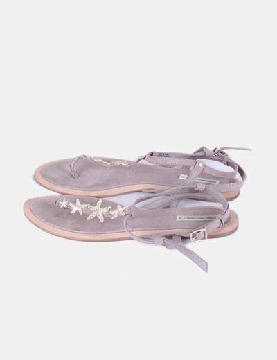 Sandalia topo con estrellas doradas Oysho