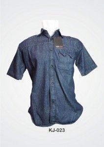 (KJ-023) Kemeja Jeans lengan pendek dengan bahan adem soft jeans dengan jahitan lebih rapi serta beraksen kancing hitam dan saku. Order : 085701111960.