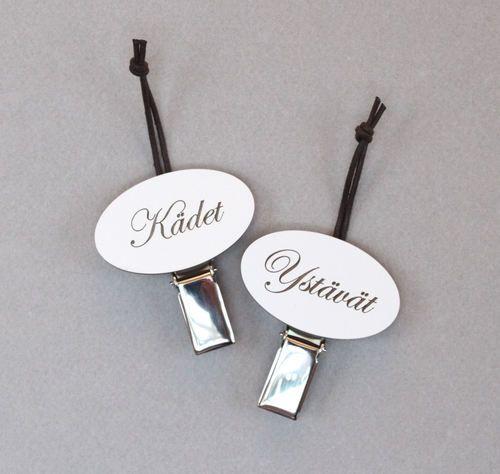 Pyyhemerkkejä, myös omalla nimellä. Towel badges, also with your own text.