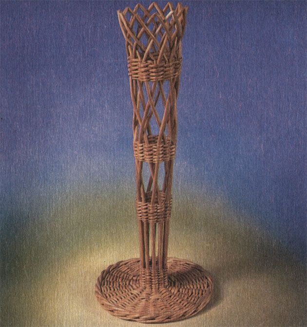 Мини-вазочка из 12 прутиков. Работа Ф. Ф. Шичкина