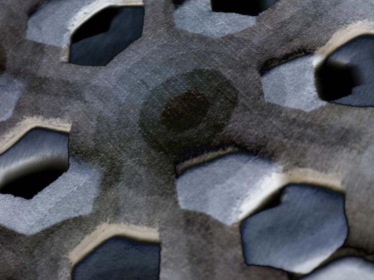 atom #Ispirato come dice la parola dall'atomo, dalle particelle. È prima annodato in forma rettangolare e, successivamente, tagliato e ricucito a mano. http://nodusrug.it/it/collezione_tappeti_scheda.php?ID=ATM