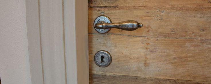 A Bologna e Firenze, Falegnameria Bensi realizza porte in legno antico. Chiedi un preventivo senza impegno!