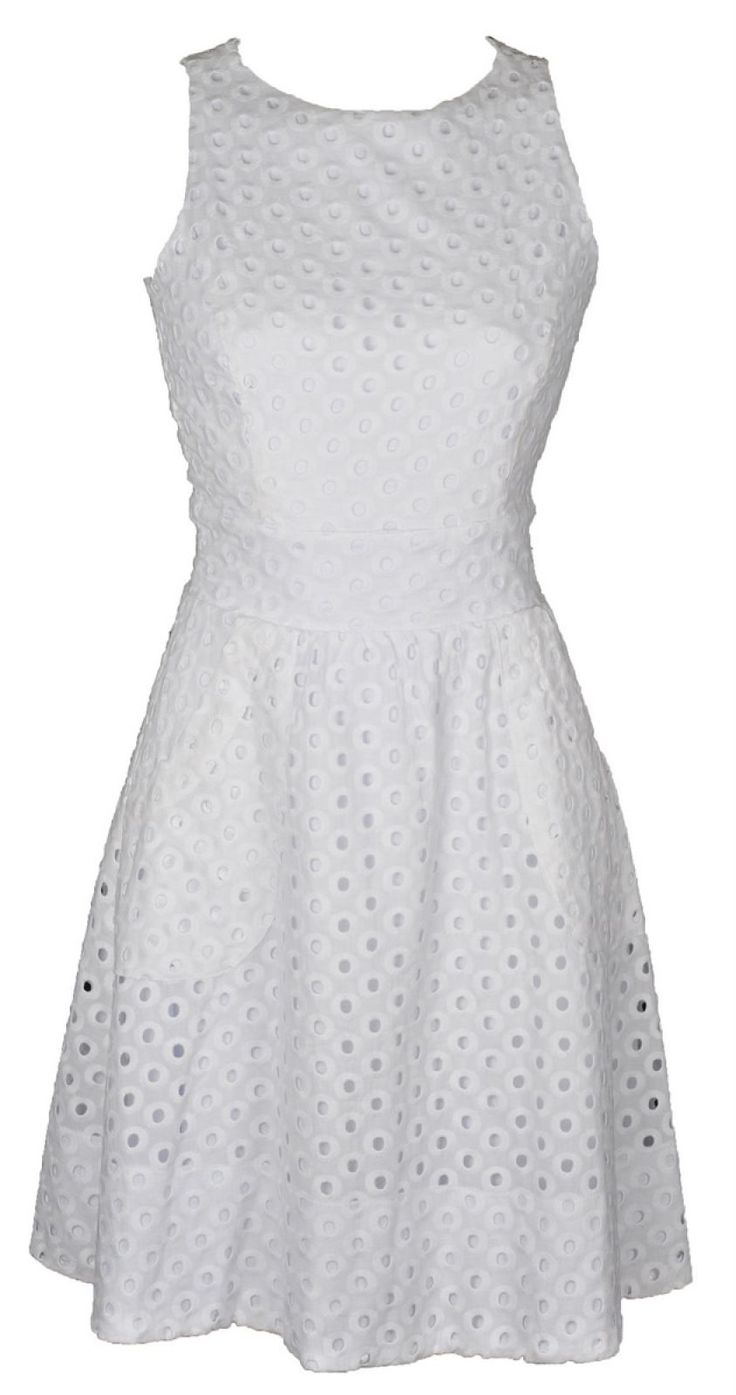 Vestido de laise branco                                                                                                                                                                                 Mais