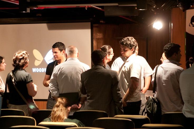 Convidados aproveitam o coffee break para conversar com os palestrantes. Foto: Patrícia Bruni.