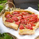 Per preparare questa prelibatissima sfogliata di pomodori ripieni visita anche tu il sito Sale&Pepe, leggi la ricetta, assaggiala e passa parola!