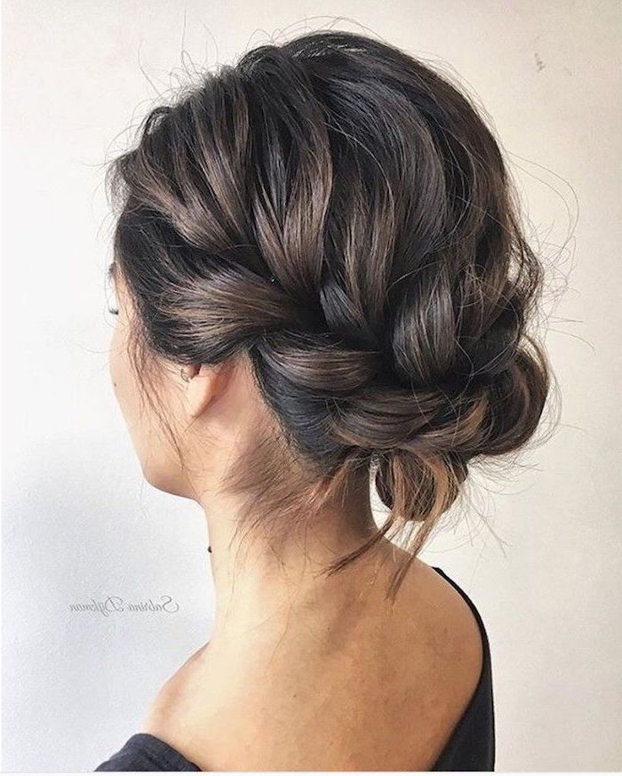 Weisser Hintergrund Hochsteckfrisur Fur Hochzeitsfrisuren Braunes Haar In Ein Weisser Hint In 2020 Short Hair Updo Medium Hair Styles Easy Updo Hairstyles