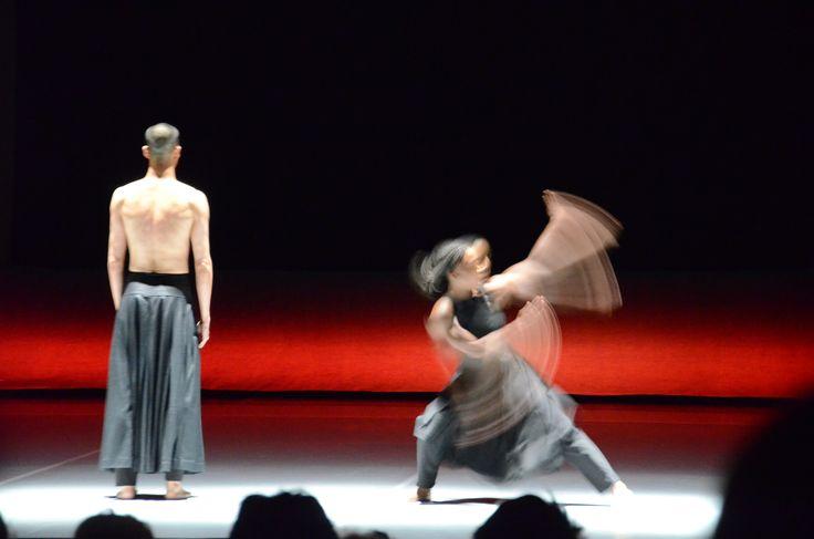 Am Ostersonntag zeigte die Akram Khan Company die Performance KAASH.  Mit ihr ging das diesjährige Festival zu Ende.