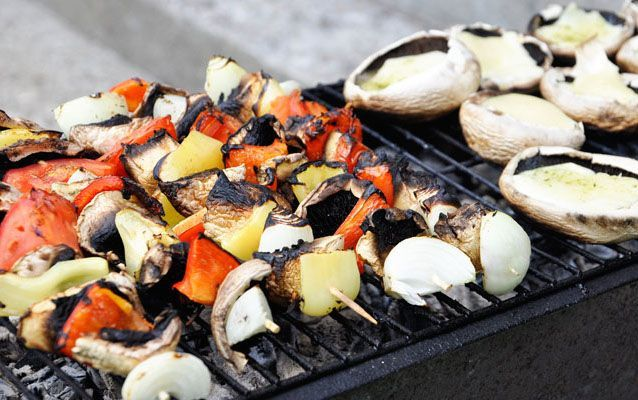 Le ricette vegan per il barbecue sono ottime da realizzare per le cene estive. Vediamo alcuni suggerimenti utili.