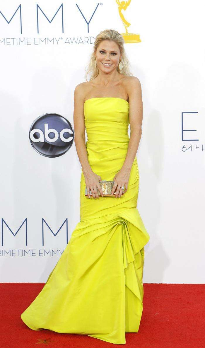 Julie Bowen in Strapless Yellow Mermaid Gown
