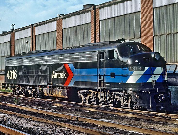Amtrak Railroad, EMD E8(A) diesel-electric passenger-train locomotive in Harrisburg, Pennsylvania, USA