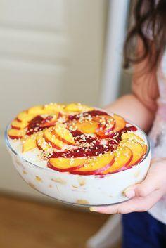 Öylesine hafif öylesine lezzetli bir tatlı hazırladım ki size deneyince anlayacaksınız.Dilediğiniz meyve ile hazırlayın.Şimdiden afiyet...
