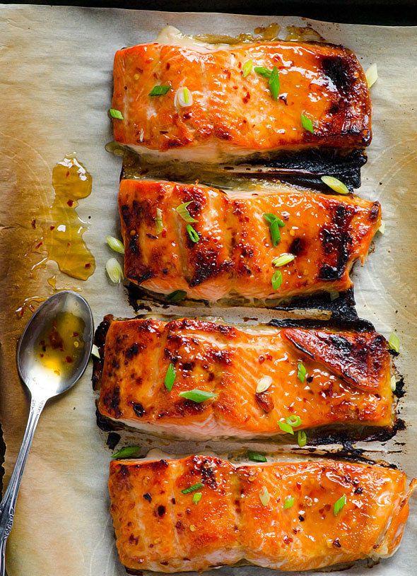 Salmón tailandés quemado para comer solo