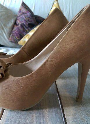 Kup mój przedmiot na #vintedpl http://www.vinted.pl/damskie-obuwie/na-wysokim-obcasie/18465173-skorzane-buty-z-kokarda-na-szpilce-w-kolorze-wielbladzim