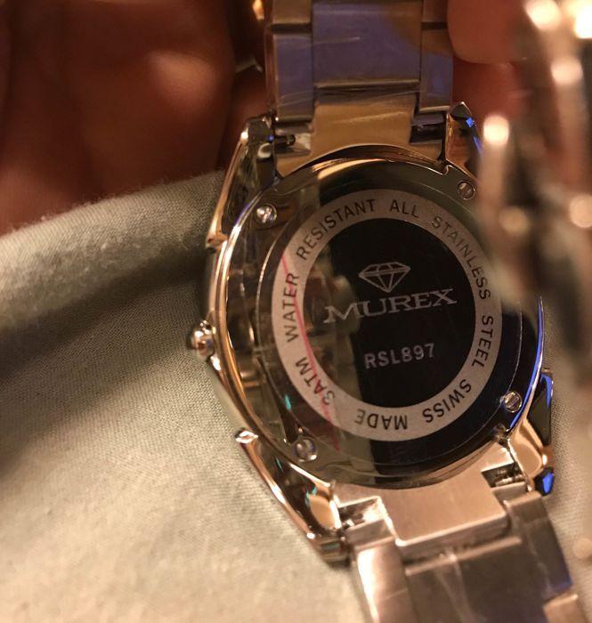 MUREX horloge unisex  Die vertrouwd zijn met de luxe van een Zwitserse horloges gemaakt door Murex zou kunnen worden verrast om te ontdekken dat achter deze glamoureuze vaak diamond-studded horloges ligt een verhaal van tegenspoed te overwinnen door talent en doorzettingsvermogen.Murex was het eerste merk komt uit de stal van de RibaWatch (er zijn nu vijf verschillende merken elk afgestemd op de verschillende markten) en is de belichaming van Zwitserse kwaliteit. Wasfi Taher (CEO van…