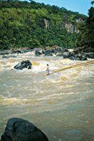 Pesca artesanal en los raudales de Araracuara.