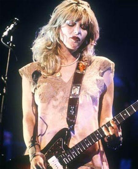 Built by Wendy/ビルト・バイ・ウェンディ - クリアフォトポケット ギターストラップ (シルバー) 90'sにSonic Youthのキムゴードンや、HOLEのコートニーラブも愛用していた伝説的アイテムBuilt by Wendy/ビルト・バイ・ウェンディのギターストラップ。  #builtbywendy #guitar #strap #guitarstrap #ビルトバイウェンディ #ギター #ストラップ #ギターストラップ #grunge #rock #alternative #pop #nirvana #hole #sonicyouth #グランジ #ロック #オルタナティブ #ポップ #ニルヴァーナ #ホール #ソニックユース #kurtcobain #カートコバーン #courtneylove #コートニーラブ #kimgordon #キムゴードン #thurstonmoore #サーストンムーア #picture #photo #photograph #live #ライブ #写真 #ポケット #カスタム #カスタマイズ #オリジナル #オリジナリティ