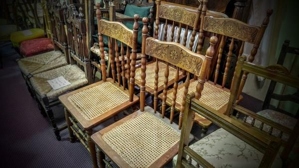GA1164   -   American spindle back chairs x 4 c1890 - price per lot