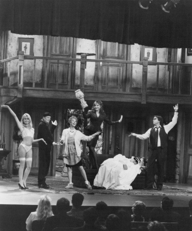 Still of Marilu Henner, John Ritter, Carol Burnett, Denholm Elliott, Christopher Reeve and Nicollette Sheridan in Noises Off...