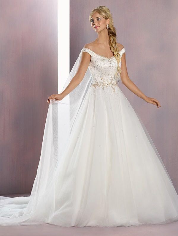 Designer wedding dress trends for a stylish wedding ceremony | itakeyou.co.uk #weddingdress