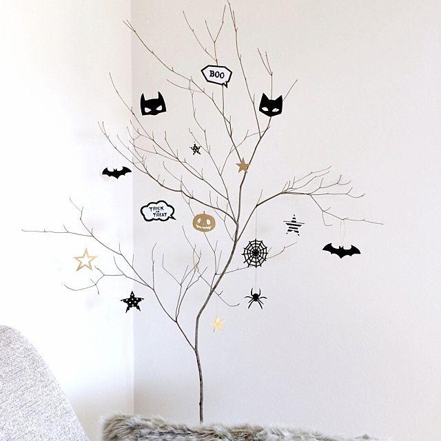 【2016最新版】新常識ハロウィンツリーの飾り付け実例 | RoomClip mag | 暮らしとインテリアのwebマガジン