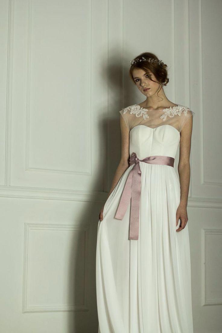 Guaina abito da sposa con decorazione in pizzo spalla di CathyTelle su Etsy https://www.etsy.com/it/listing/223094065/guaina-abito-da-sposa-con-decorazione-in