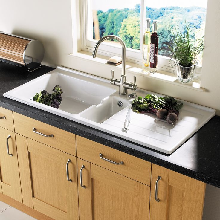 large ceramic kitchen sinks 1000 images about traditional kitchens sinks amp taps on 6784