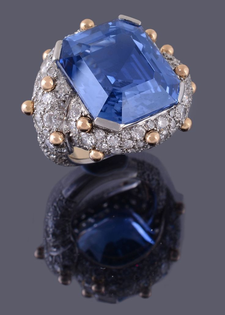A sapphire and diamond dress ring by Jean Schlumberger, sold for £117,800 to applause in the room at Dreweatts & Bloomsbury Auctions.