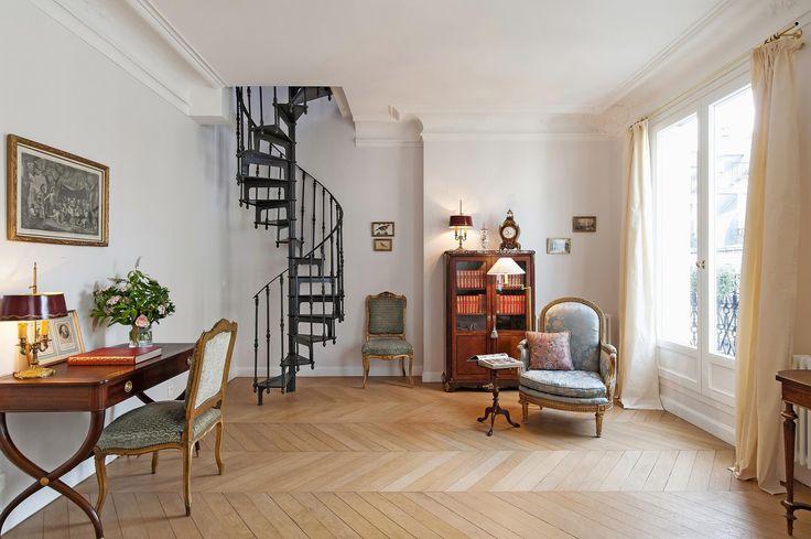 Μια Chic & Simple παριζιάνικο Εξοχικό διαμέρισμα | Η Απλώς πολυτελή ζωή |Παρίσι. Chevron πατώματα φαίνεται να de rigueur, όταν πρόκειται για την παρισινή διαμερίσματα, και Haven σε ενοικιάσεις πολυτελών διακοπών του Παρισιού στο 16ο διαμέρισμα βρίσκεται ακριβώς στον τόνο. Το διαμέρισμα Victor Hugo Chic, όπως ονομάζεται, είναι πεμπτουσία Παρίσι: μπαλκονόπορτες, μαύρο κάγκελα σιδήρου, ένα petit εξωτερικό μπαλκόνι για να απολαύσετε το πρωινό σας ή ένα [...]