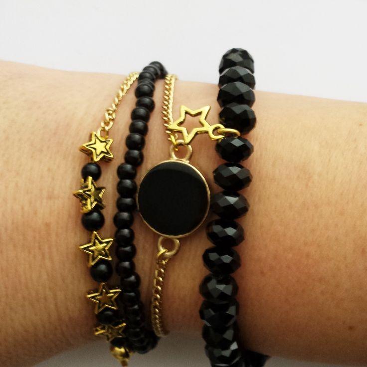 Handgemaakte armbandjes in zwart/goud. www.goedesiermaken.nl