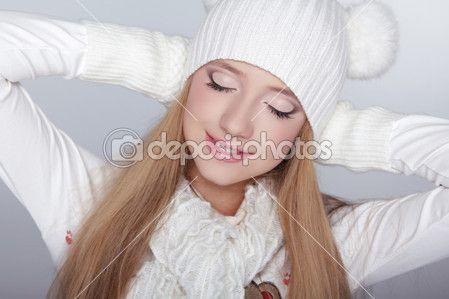Наслаждение. Глаза макияж. Портрет зимой девушки модели красоты. Бо — Стоковое изображение #31941771