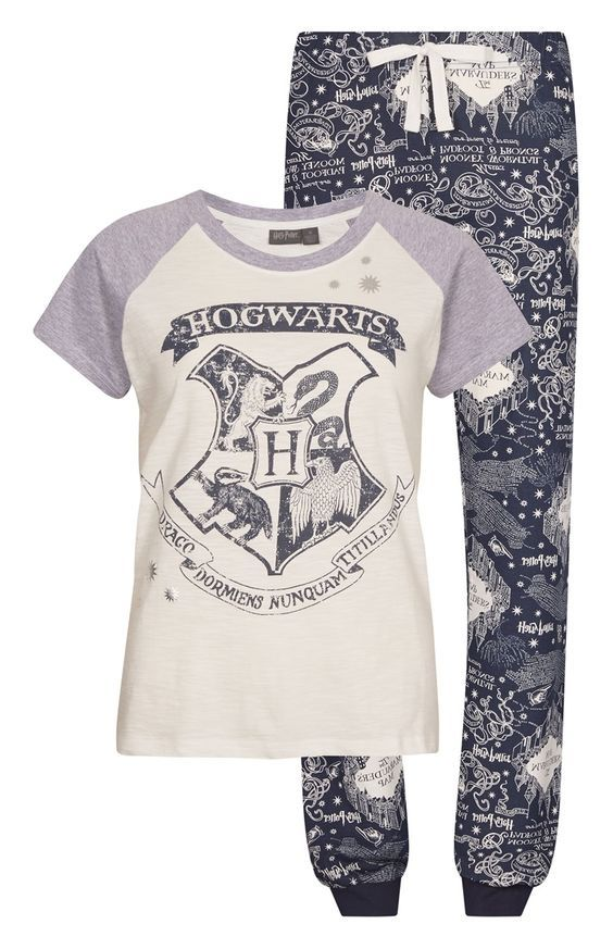 I WANT this! (Or any other harry potter themed pyjamas) but sadly there isn't any primark shop where I live, or anywhere near...