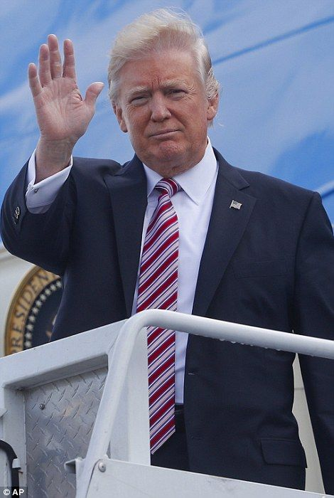 Donald Trump takes his first trip on Air Force One | Daily Mail Online