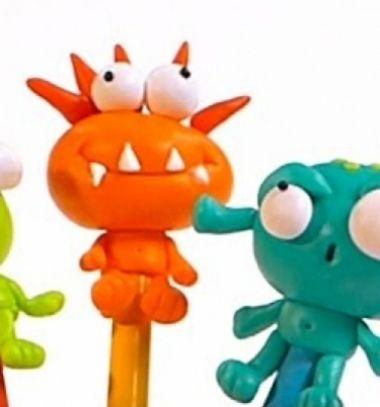School monsters - alien pencil toppers from polimer clay // Űrlényes ceruzadíszek süthető gyurmából // Mindy - craft tutorial collection // #crafts #DIY #craftTutorial #tutorial #KidsRoomDecor #DIYKidsRoomDecor