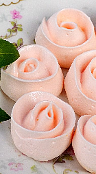 Meringue Roses - lovely for Valentine's Day, Mother's Day, a special occasion or to just simply have with tea ❊