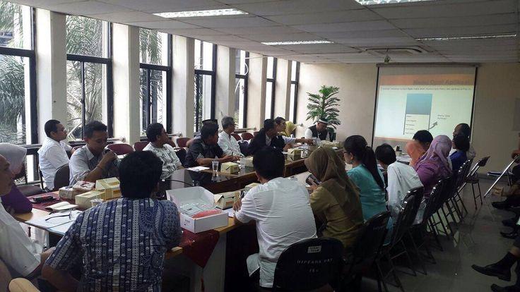 Penjelasan tentang e-POS kepada petugas UPPD dan Sudin diwilayah Kota Adm. Jakarta Timur oleh Kepala Sudin Pajak Jakarta Timur, Bapak Syaukat