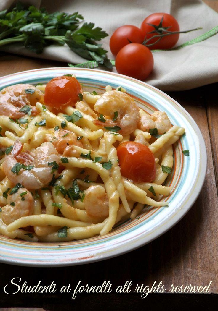 ricetta pasta cremosa trofie cremose gamberetti e pomodorini ricetta gamberi primo piatto veloce cremoso facile pesce ricetta