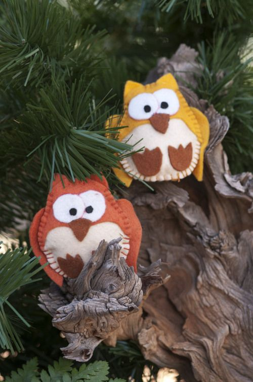 Fantasy forest party: Turn your tables into a forest fantasy with these easy to make felt owl decorations.
