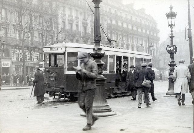 Street traffic in Paris in 1927 | par Stockholm Transport Museum Commons