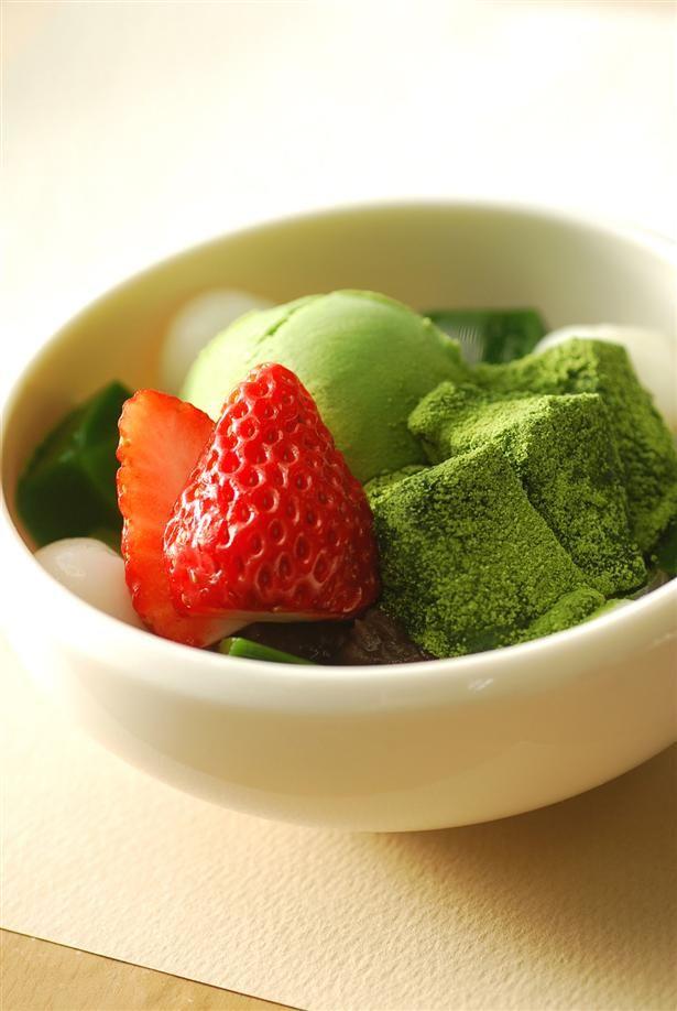 "Japanese Summer Dessert ""Anmitsu"" with Matcha Green Tea Ice Cream and Warabi Mochi 博多限定 林屋あんみつ"