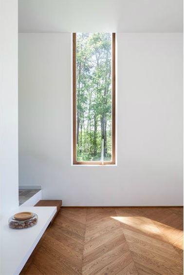 modernes Fenster aus Holz! passend zu Holzboden, falls das umgesetzt wird, ansonsten lieber schwarze Fensterrahmen