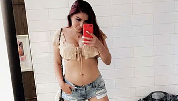 Ariel Winter Reveals Nasty Burn On Stomach After Trying To Bake Pies — Pic https://tmbw.news/ariel-winter-reveals-nasty-burn-on-stomach-after-trying-to-bake-pies-pic  Too many cooks in the kitchen? Ariel Winter took to Snapchat on July 27 to reveal a nasty burn on her stomach, which she got while trying to bake delicious pies. That definitely looks painful!Hopefully the kitchen is still standing! Baking might not be Ariel Winter's forte, as the 19-year old totally burned herself in the…