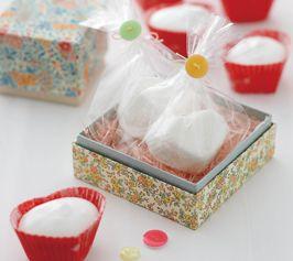 【マシュマロ】ホワイトデーにも人気のマシュマロを簡単に手作りで。トッピングや包装などのアレンジで、オリジナリティーのある楽しい贈り物に。  http://lecreuset.jp/community/recipe/marshmallow/