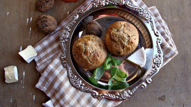 Gryczane muffiny z camembert i suszoną śliwką
