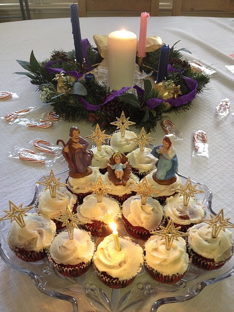 Happy Birthday Jesus...okay, I could do creche cupcakes before I could do a creche cake!!  This could go to a Christmas potluck very nicely...