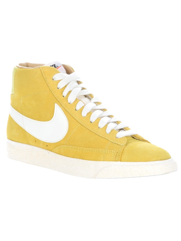 NIKE Hi Tops •ƒƒ• YELLOW! I would wear these. cool pin!
